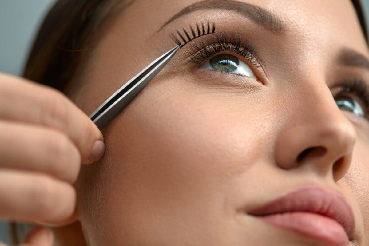 how-to-apply-fake-eyelashes1